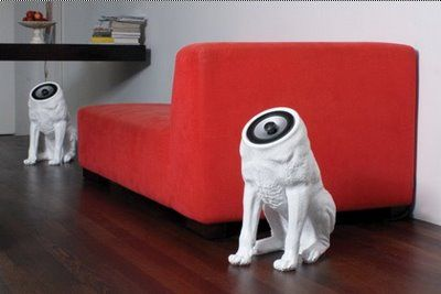 parlantes de perro....no se si me gustan o me asustan
