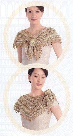 capa adornada con una flor.,
