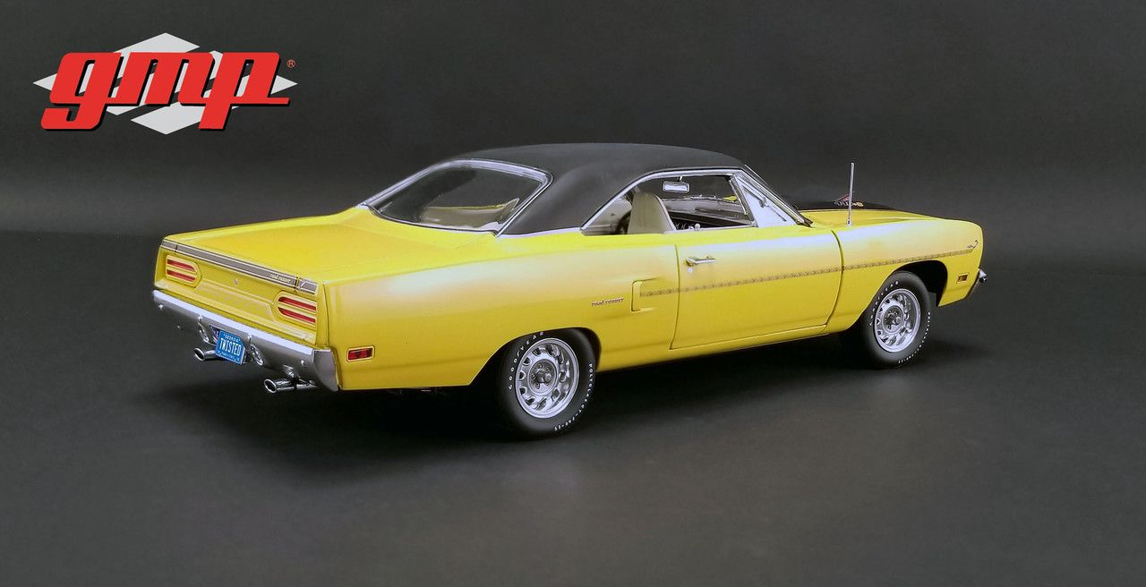 Www Diecastmodelswholesale Com 1970 Plymouth Road Runner Yellow With The Loved Bird Road Runner Air Grabber Fig In 2020 Diecast Model Cars Car Model Diecast Models