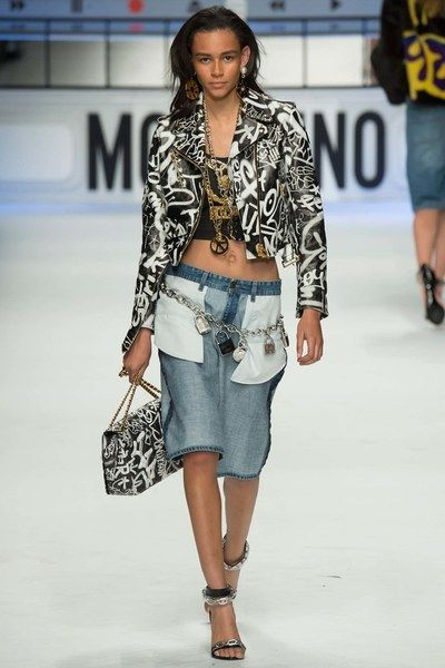 See the complete Moschino Fall 2015 Ready-to-Wear collection.
