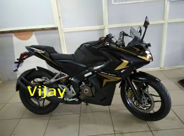 Bajaj Pulsar Rs200 Black And Gold Spotted Con Imagenes Motores