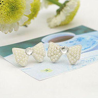 Pearl & Bow White Earrings