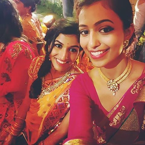 Our featured photo of the week - ain't nothing like a selfie at an #indianwedding by #thebigfatindianwedding #bigfatindianwedding #southasian #southasianweddings #indianbrides #Indianfashion #weddinginspo #weddinginspiration #weddinglove #desibrides #weddingstyle #desiweddings #Indianweddings #pin #flashesofdelight #colorfullife #pin