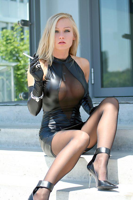 fischnetz catsuit für deutsche blondine