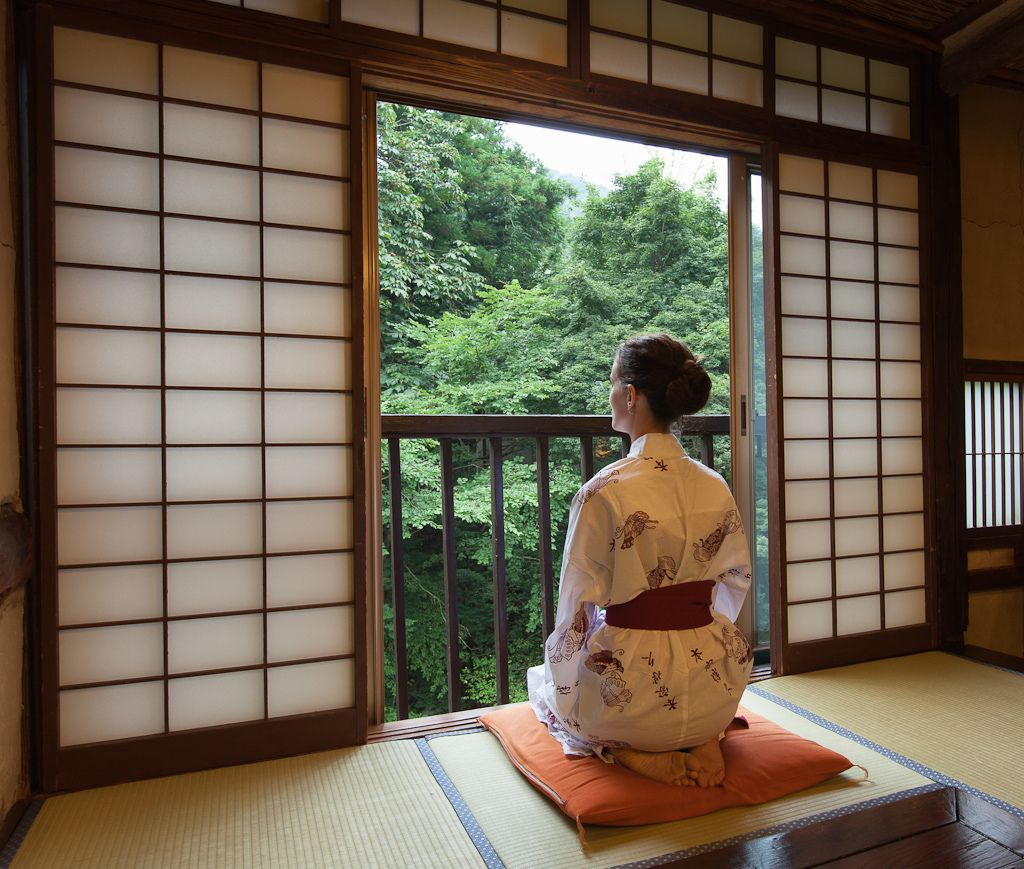 Traditional Japanese Home Decor: Studying Nature From A Traditional Japanese Ryokan Room