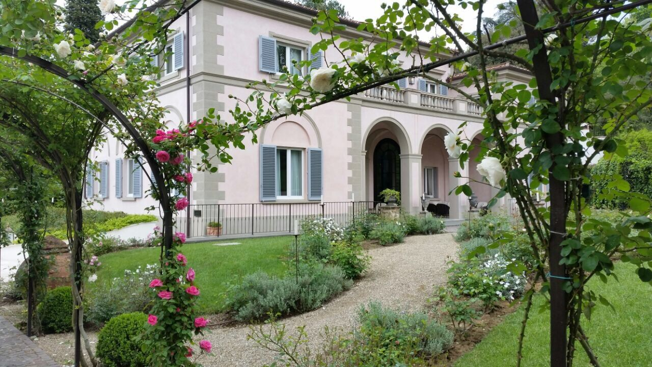 The beautiful grounds of Villa Cora. VillaCora Roses