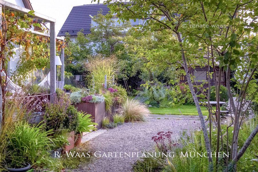 Unser Landhausgarten Mit Kieswegen Und Staudenbeeten Gartenplanung