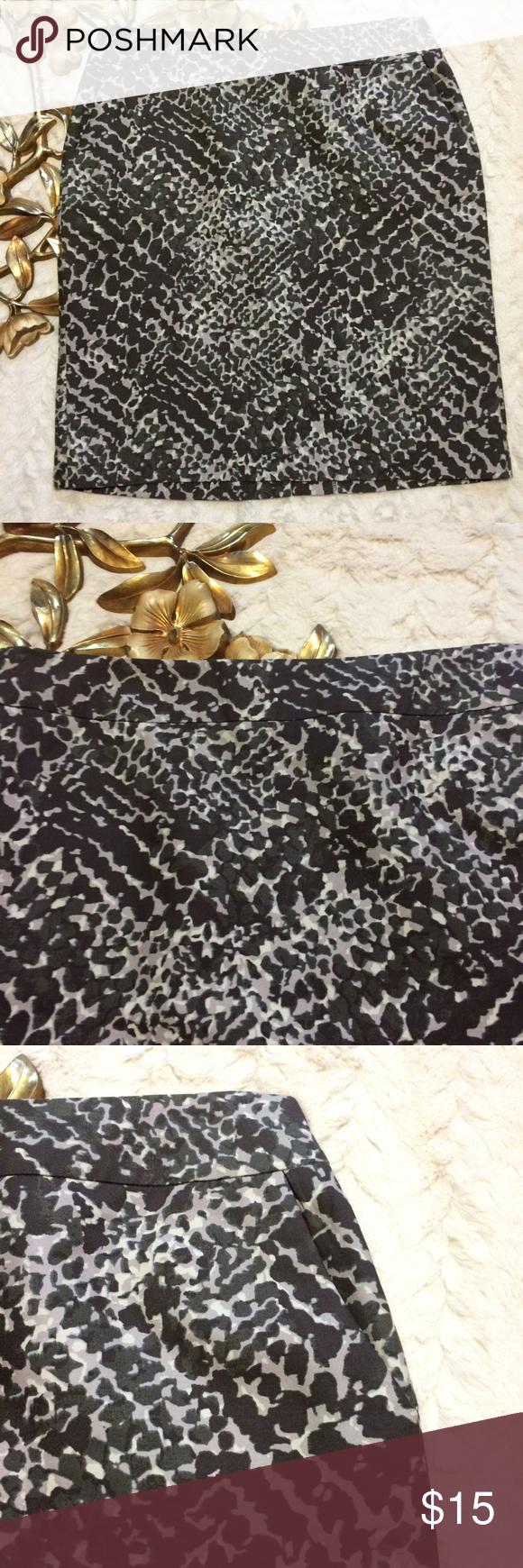 "Ann Taylor Loft Lined Skirt Ann Taylor Loft Lined Skirt side front pockets                                        Measurements taken laying flat: 21"" length 16"" waist 19"" hip LOFT Skirts Midi"