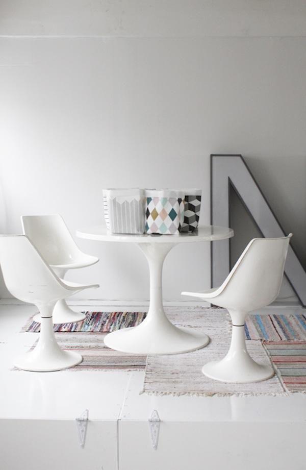 Varpunen Dining Room Saarinen Table and Chairs