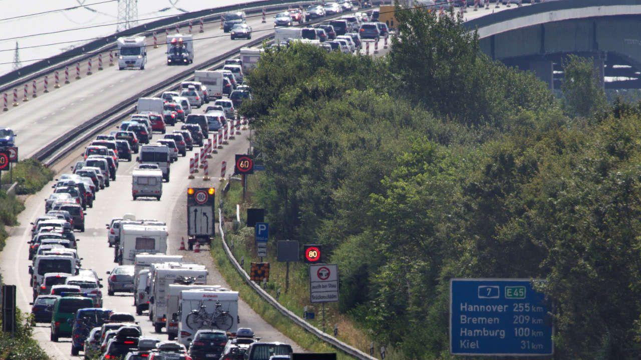 ADAC-STAUPROGNOSE Langes Wochenende sorgt für volle Autobahnen