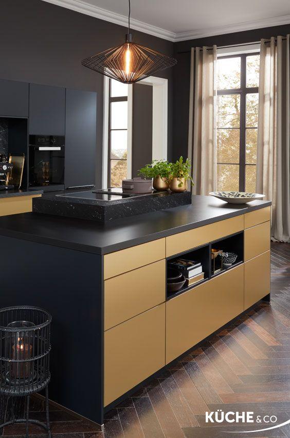 Design Küche in Schwarz seidenmatt Küche Glanzstück