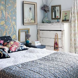 love the quilt, and the screen as a headboard. Same effect could be mimicked with fabric on stretchers