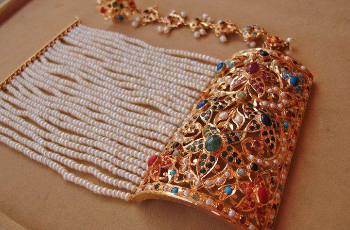 An Old Style Nauratan 9 Diffe Kind Gemstones Bracelet Jewels
