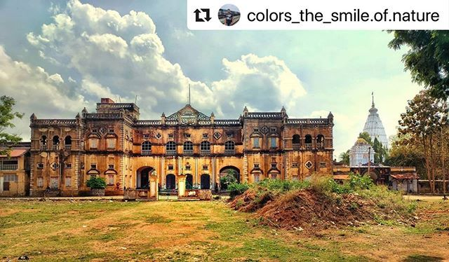 #bhubaneswarbuzz pic sent by @colors_the_smile.of.nature  Kalahandi Palace & Maa Manikeswari Temple