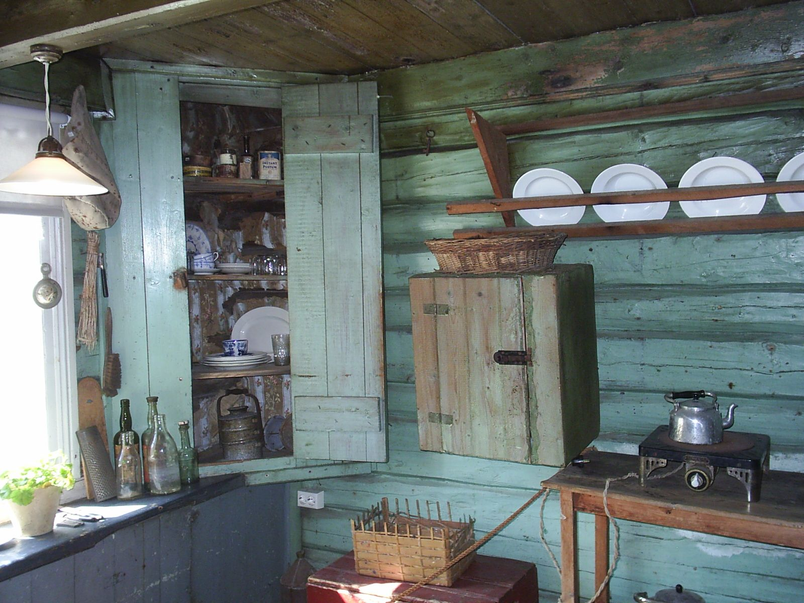 Edvard Munch\'s 1900 rustic kitchen in Norway is not too different ...