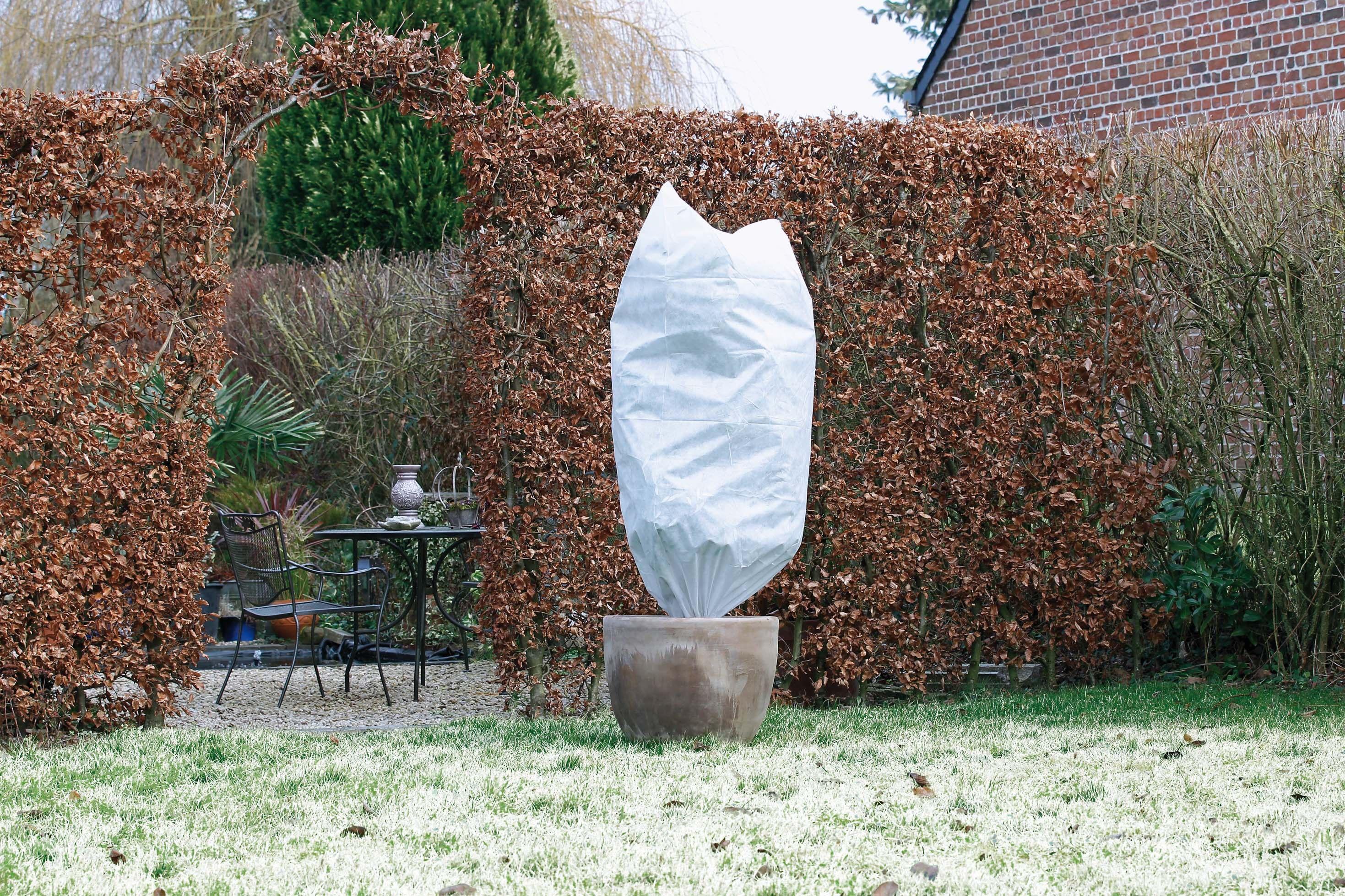 Housse D Hivernage Blanche Diametre 0 75 Cm X 1 50 M Dechets De Jardin Toile De Paillage Et Nature