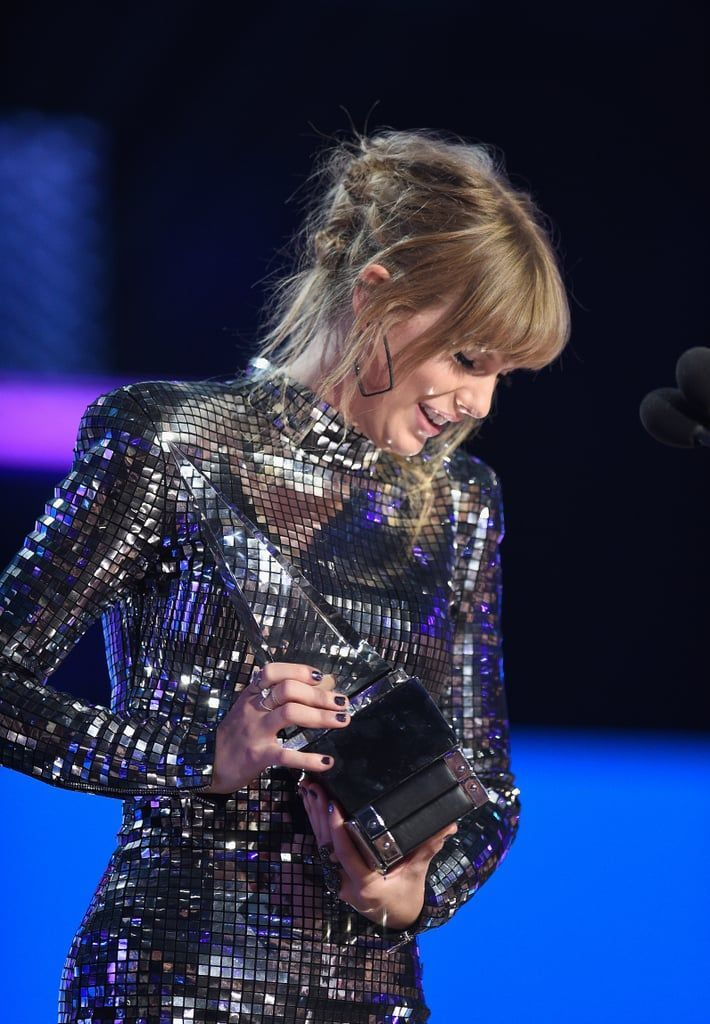 Grab Your Sunglasses! Taylor Swift Makes a Sparkly AMAs Comeback After Speaking Out on Politics-#after #AMAs #comeback #Grab #makes #Politics #sparkly #Speaking #sunglasses #swift #taylor