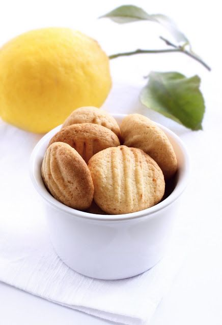 Spelt lemon biscuits
