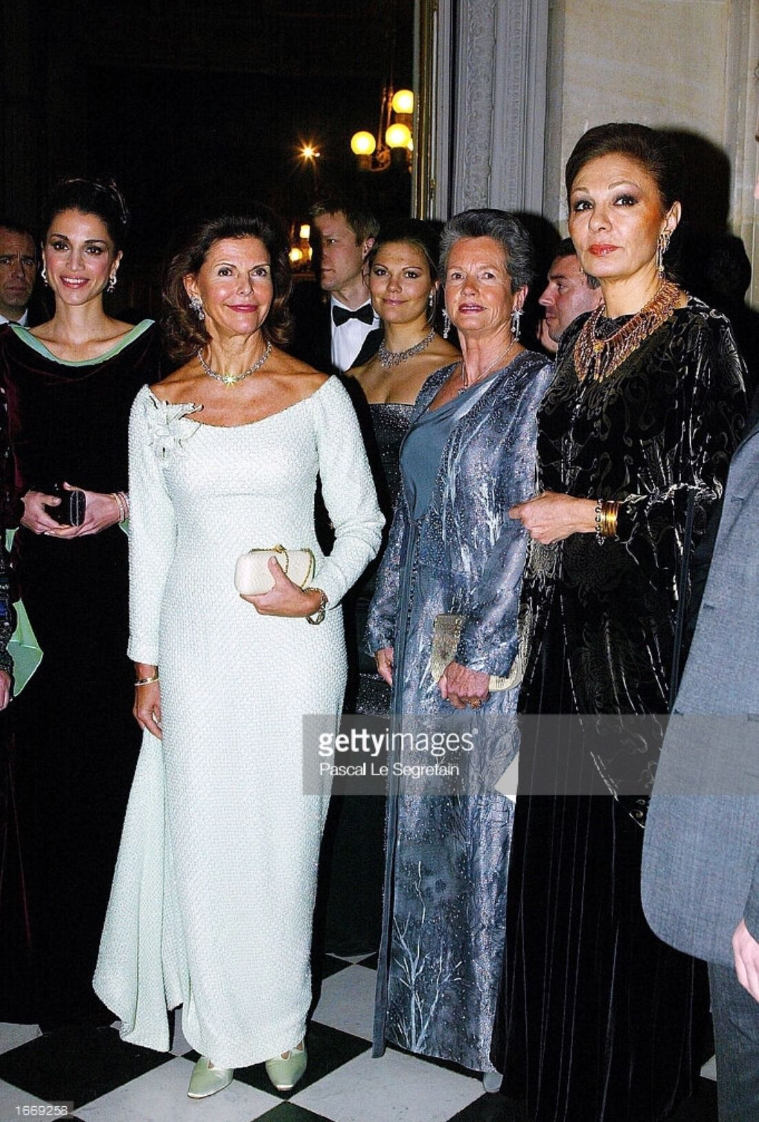 Pin By Queen Silvia S On Queen Silvia S Nobel Prize Gowns Queen Rania Royal Fashion Chic Woman
