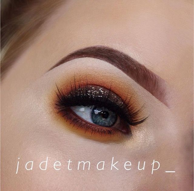 I created this look just using the eyeshadow shades Lemon Drop, Chickadee, Morocco and Americano. Used in that particular order starting outwards to inward