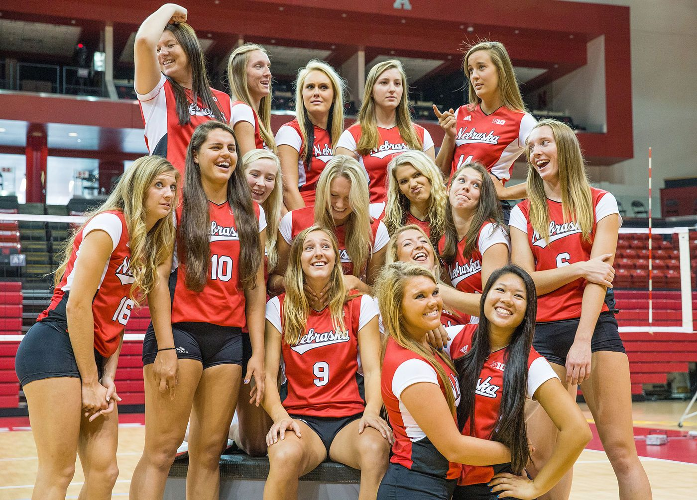 Design Custom Ladies Volleyball Jerseys Womens Volleyball Is One Of The Most Popular Sports In Middle S Volleyball Uniforms Volleyball Jerseys Women Volleyball