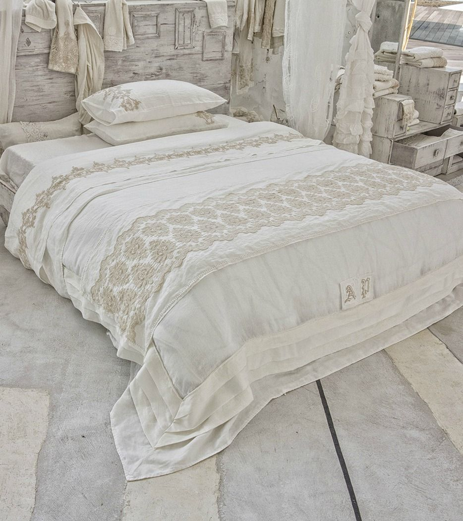 Arte Pura bed collection