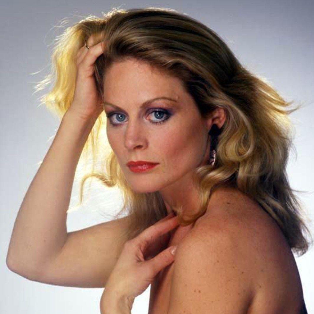 Beverly dangelo actress breast size