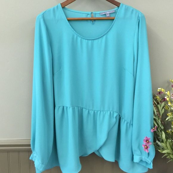 NY Collection Blouse Long sleeve flowy top with a little button in the back. NY Collection Tops Blouses