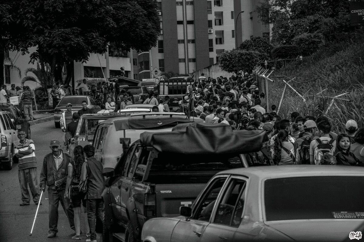 """El dia a dia de un Venezolano""                  #caracas #venezuela"