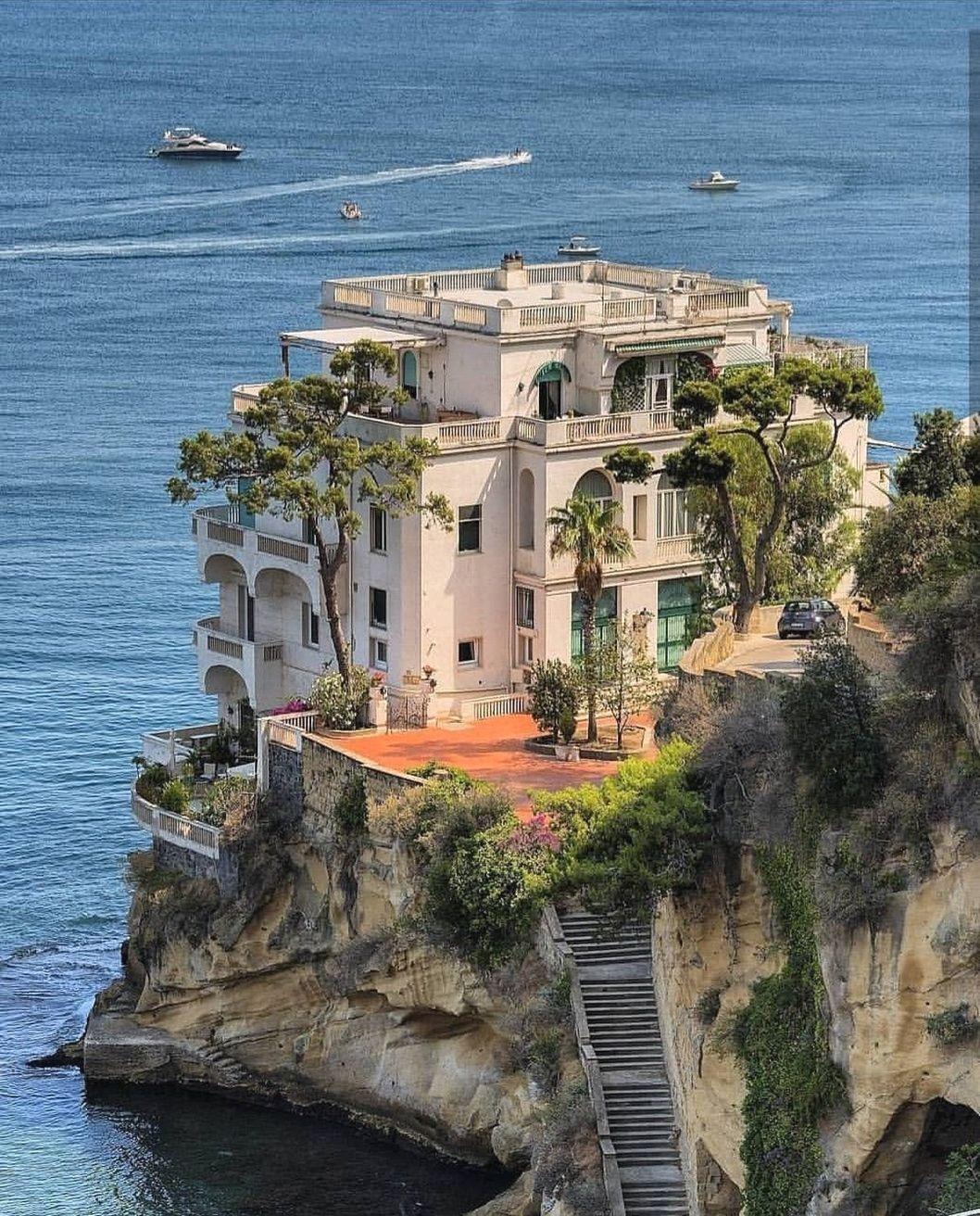 Choosing A Fashion Design School In Italy Mit Bildern Schone Zuhause Napoli Italien Architektur