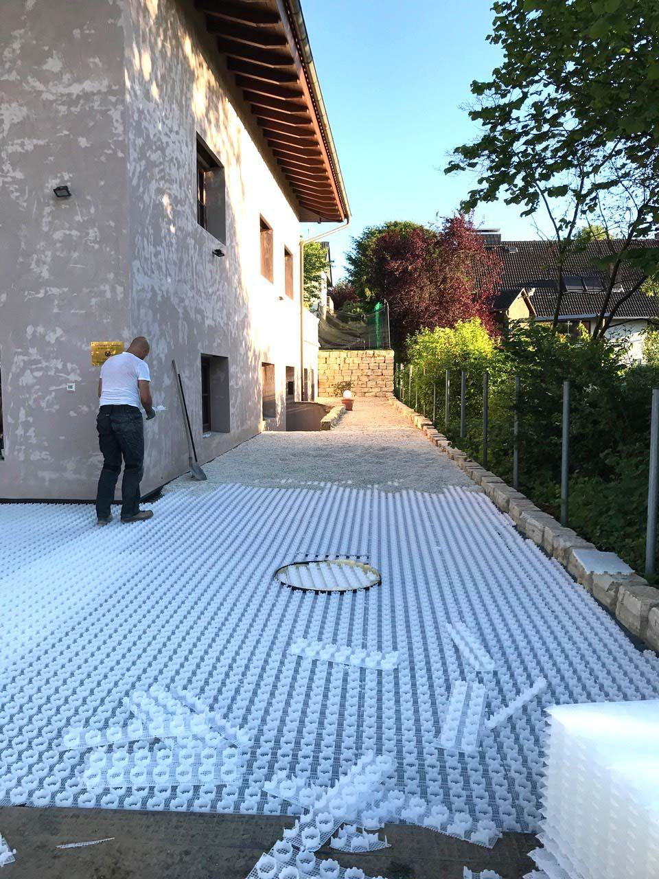Top Neugestaltung von Hof und Einfahrt im mediterranen Stil mit Kies WE41