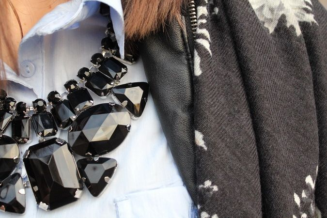 blue collar - statement necklace