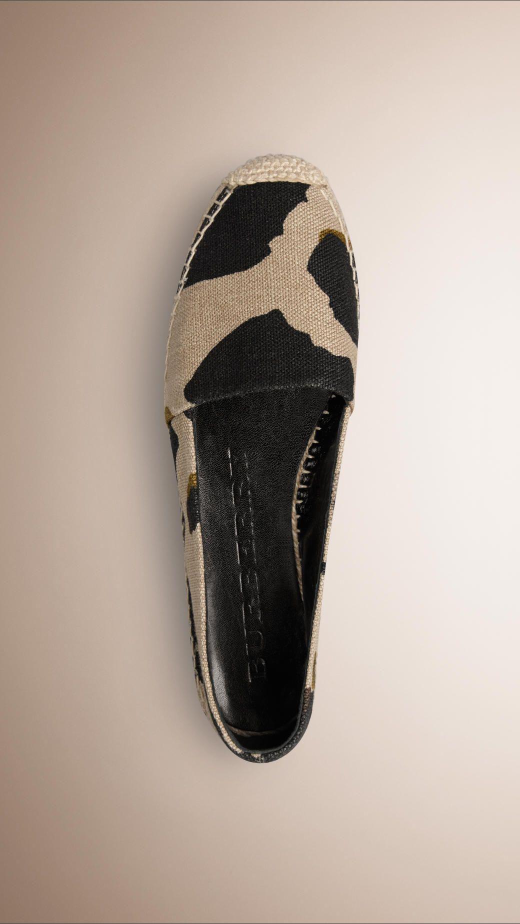c6c7a86564ef Chaussures pour femme   Burberry in 2018   SHHuut !.. Let s go ...