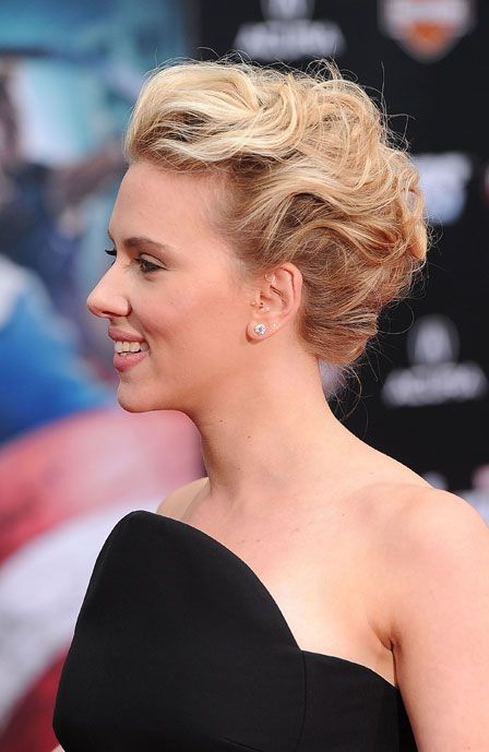 Scarlett Johansson Wore The Prettiest Updo To The Premiere Of The Avengers Last Night Come See Cool Hairstyles Hair Beauty Beauty