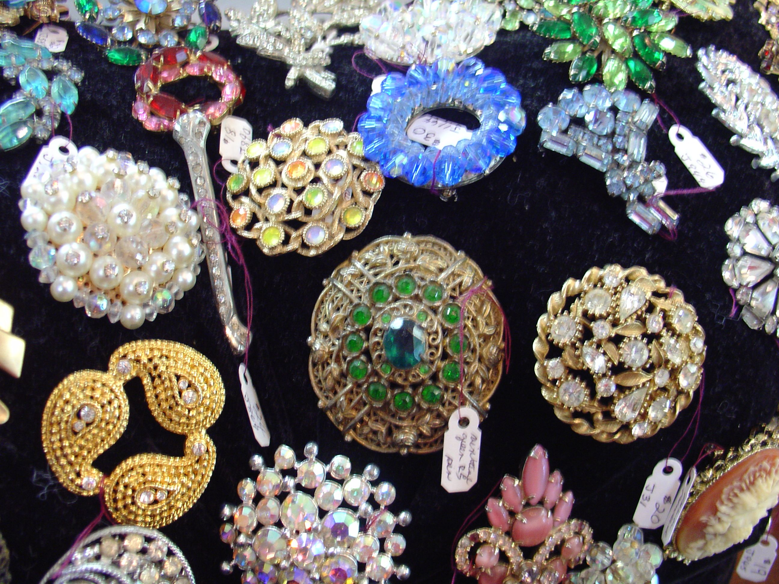 Vintage jewelry #vintagejewelry http://www.camillesantiqueboutique.com/vintage-clothing--accessories.html