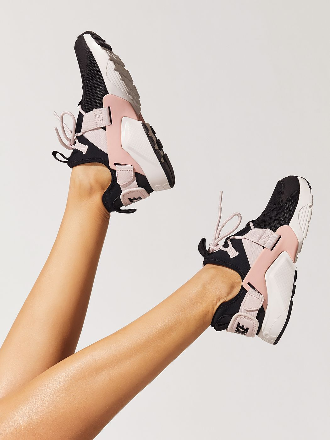 nike air huarache city low rose