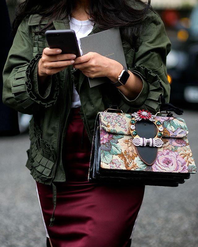 whatAsaori! London fashionweek #whatAstreet #saorimasuda #miumiu #bag #detail #accessories #fashion #moda #streetstyle #london #fashionweek #lfw #streetstyle #thecomplainers #adrianocisani
