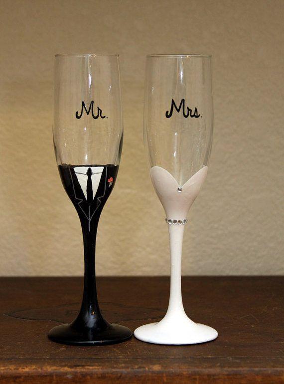 Herr & Frau Braut und Bräutigam handgemalt Champagner Flöten    Set von 2 - Waschen 6 oz Gläser, Hand mit weichen Schwamm empfohlen. Nicht Scheuern