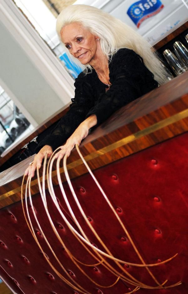 Lee Redmond has the longest fingernails on a female (ever). She ...