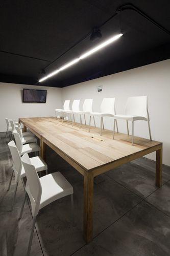 La idea fue proporcionar a los empleados un espacio alterno para reunirse de manera informal ya fuera entre ellos o con clientes y trabajar mientras estuvieran haciendo algo agradable.