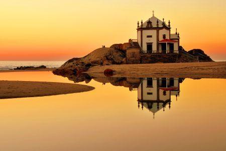 Capela do Senhor da Pedra Miramar Portugal.