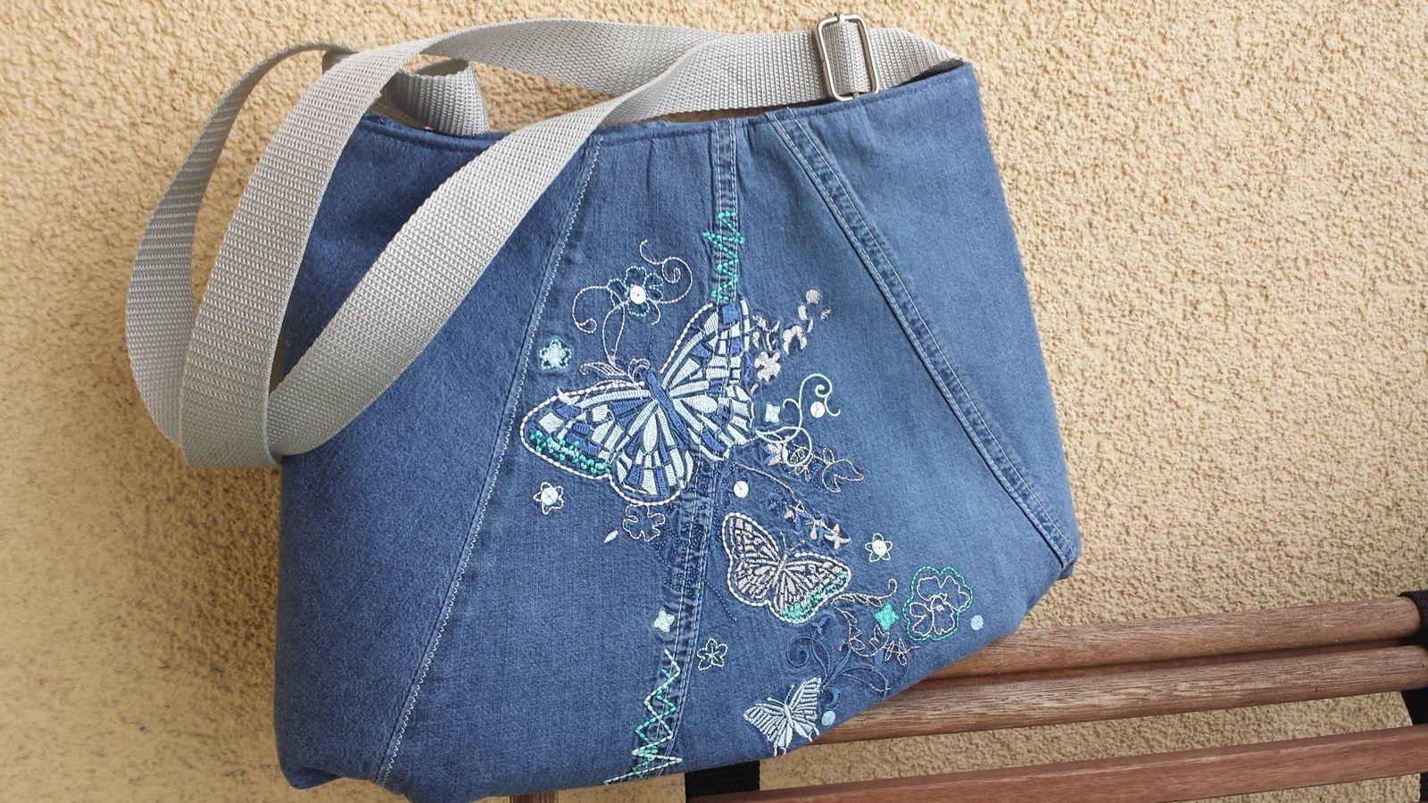 8dc863e91dec Kabelka riflovka motýlí Prostorná taška kabela