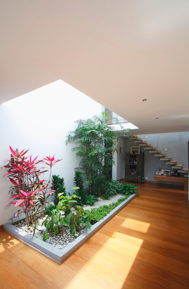 10 Modern Houses with Interior Courtyards Patios, Interiores y