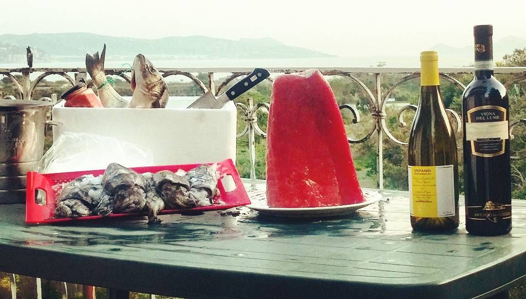 #dinner #food #top #italianwine #best #bestwine #whitwine #instangram #instagood #instanature #instanlike #likeforlike #follow4follow #followme #italianfoods #tunagrill #tataki #seppie #riccidimare #spigola #vongole #biancolella #antoniomazzella #verdicchiodeicastellidijesi #stefanoantonucci #vistasulgolfo #friends by pako_1986