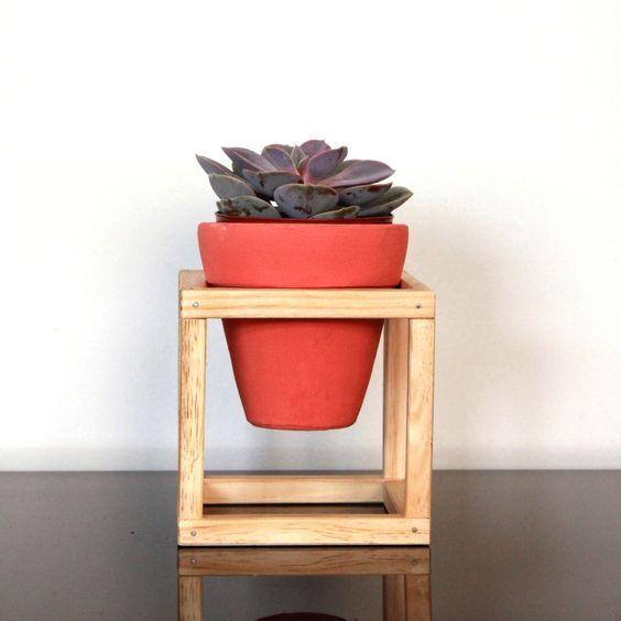 vaso cerâmica nº02 em suporte de madeira | bim.bon:
