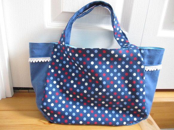縦 約20cm × 横 約33cm × 幅 約10cm のバッグです。 両サイドに 縦 約11cm × 横 約12cm の... ハンドメイド、手作り、手仕事品の通販・販売・購入ならCreema。