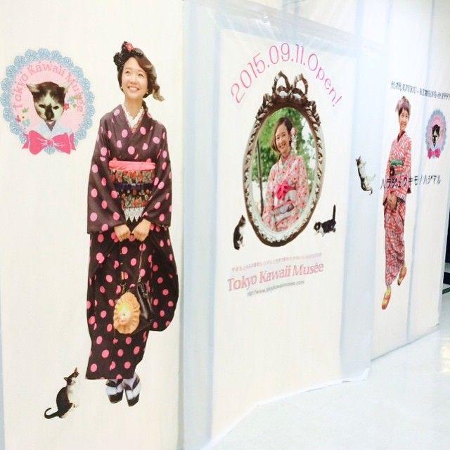 本日よりラフォーレ原宿B.5階にて仮囲い告知がスタート致しました!等身大の @babykiy ちゃんとお写真撮ってくださいね! #kimono #キモノ #着物 #ラフォーレ原宿 #原宿 #babykiy #yamamotoyumi #cat #japan #tokyo #tokyokawaiimusee