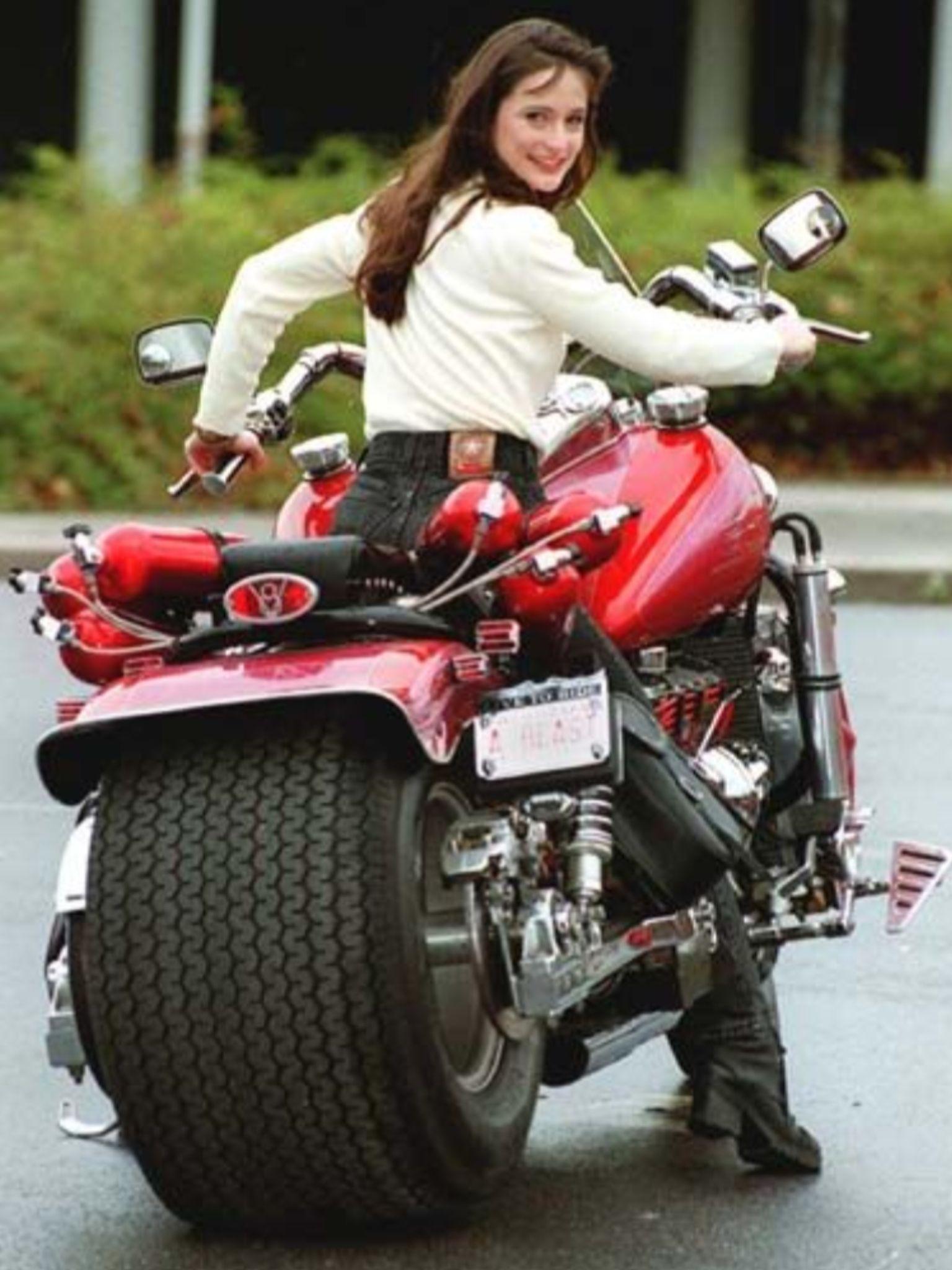Pin By Hande Feyzioglu On Araba Pinterest Motorcycle Bike And Harley Engine Drawing Vquad Method Cars Motorcycles Custom Biker Girl Chick Hot Bikes