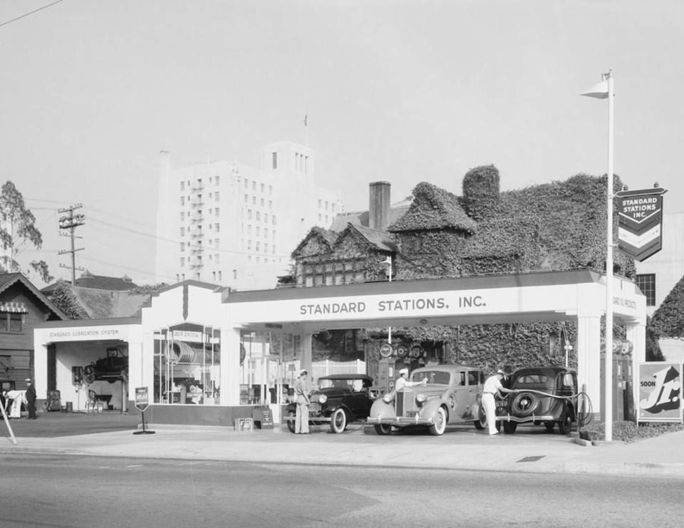 This newly-built Standard Station was located at 2525 Wilshire Boulevard on the northeast corner of Wilshire Boulevard and Coronado Street (1935).
