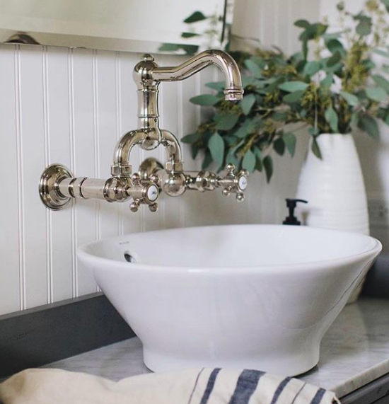 perfect little powder room featuring